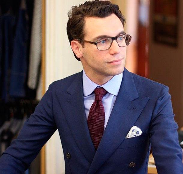 Голубая рубашка с галстуком